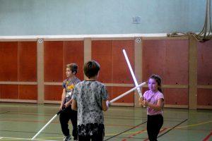 Pratique d'exercice technique lors d'un stage enfant d'initiation au combat au sabre laser